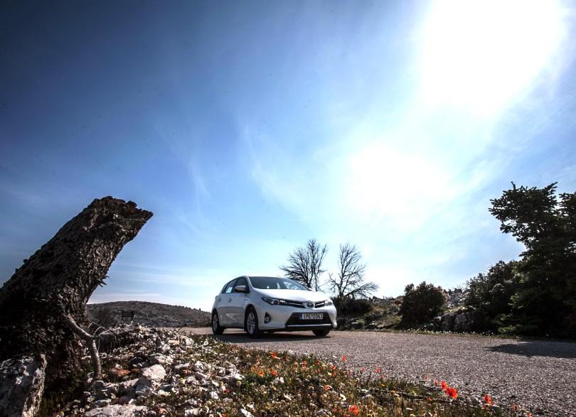 Toyota-Auris-Hybrid-TEST-2013
