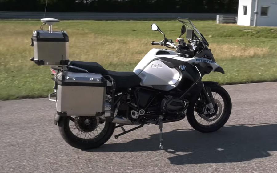 Η ΜΟΤΟΣΙΚΛΕΤΑ ΤΗΣ BMW ΠΟΥ ΠΑΕΙ ΜΟΝΗ ΤΗΣ (VIDEO)