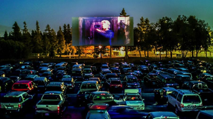 ΚΟΡΟΝΟΙΟΣ: ΕΠΑΝΕΡΧΕΤΑΙ Η ΜΟΔΑ ΤΩΝ DRIVE-IN CINEMA! (VIDEO)