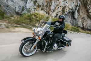 ΔΟΚΙΜΗ: Harley-Davidson Road King Classic 2016