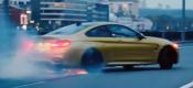 BMW M4 ντριφτάρει στο κέντρο της Μόσχας (video)