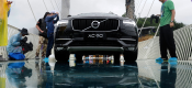 Volvo XC90 διασχίζει γυάλινη γέφυρα στην Κίνα (video)