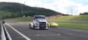 Τι έπαθε η Porsche Cayman GT4 από ένα φορτηγό; (video)