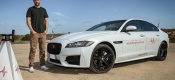 Ένας X-Man οδηγεί την 4κίνητη Jaguar XF (video)