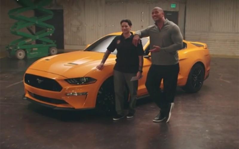 Ο Dwayne Johnson δίνει νέα Mustang σε βετεράνο