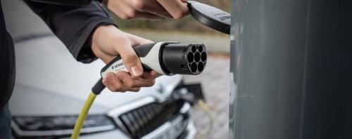 Κίνητρα για ηλεκτρικά αυτοκίνητα: Τι αποφασίστηκε στο υπουργικό συμβούλιο