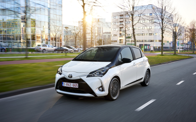 YARIS 5d 1.5 ACTIVE GO CVT (GRAY)