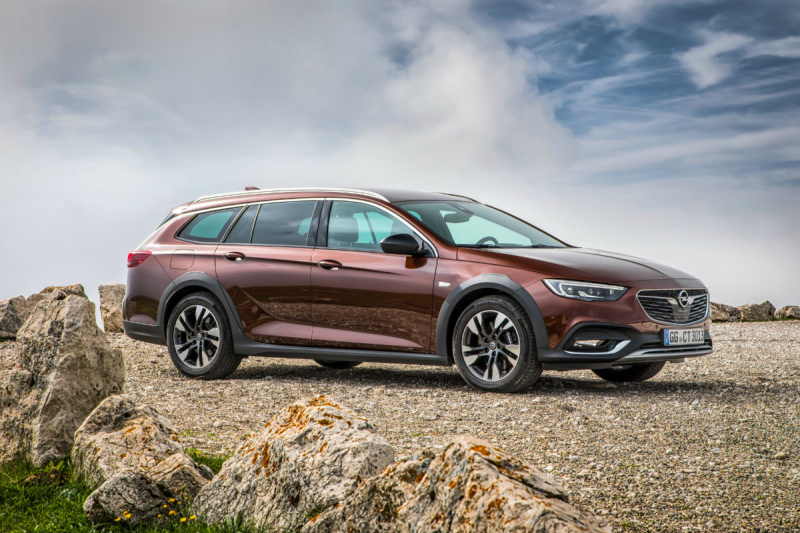 INSIGNIA COUNTRY TOURER 2.0 DTH AWD Auto