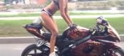 Ξέρει πώς… καβαλάνε μία μοτοσικλέτα! (VIDEO)