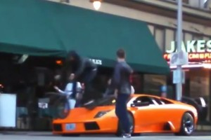 Lamborghini VS ποδήλατο (VIDEO)