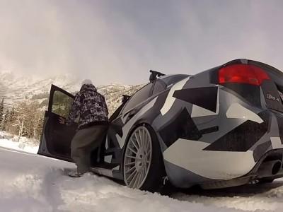 Ένα Audi RS4 στο χιόνι