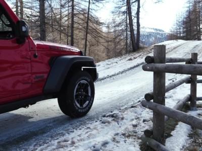 Παιχνίδια στο χιόνι με τα μοντέλα της Jeep