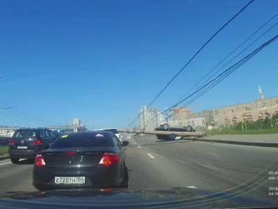 "SUV ""τζάρτζαρε"" μια Mercedes με μεγάλο… θύμα μια κολώνα"