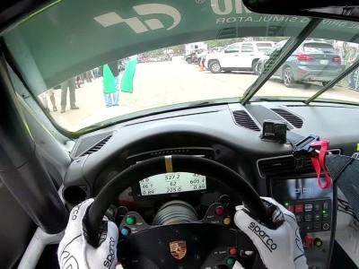 Ανάβαση του Pikes Peak με Porsche 900 ίππων