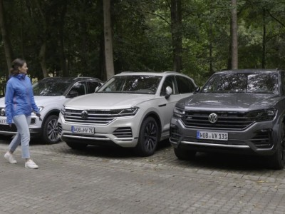 To Volkswagen Touareg παρκάρει μόνο του!